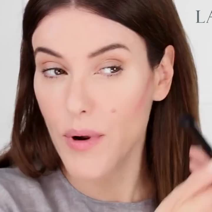 Parisian take on the draping trend: tutorial by Lisa Eldridge with Lancôme